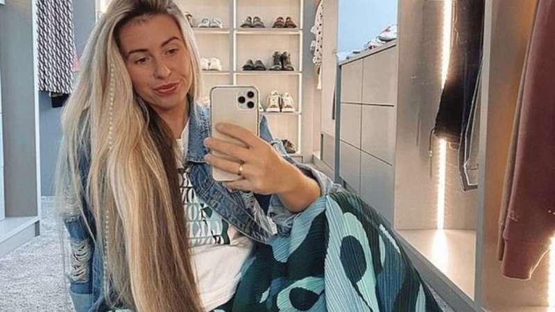 How does Josie Oddi maintain her long hair