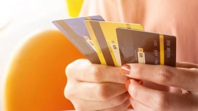Credit Card Limit: क्या आपके क्रेडिट कार्ड की अचानक घट गई है लिमिट? जानें बढ़वाने का तरीका