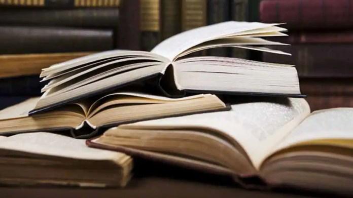 Vastu Tips: घर में इस स्थान पर रखें किताबें, बढ़ेगा ज्ञान और समझने की क्षमता