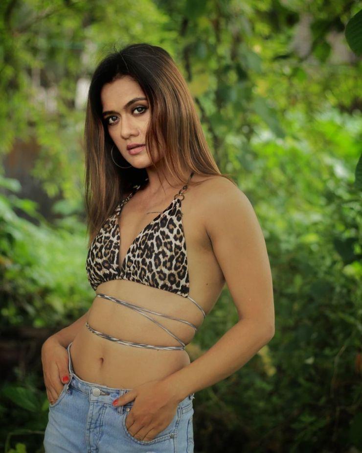 Aradhana Sharma Backlass