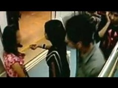 मेट्रो में युवक ने प्राइवेट पार्ट निकाल, लड़की के साथ की छेड़छाड़, यात्रियों ने की जमकर पिटाई