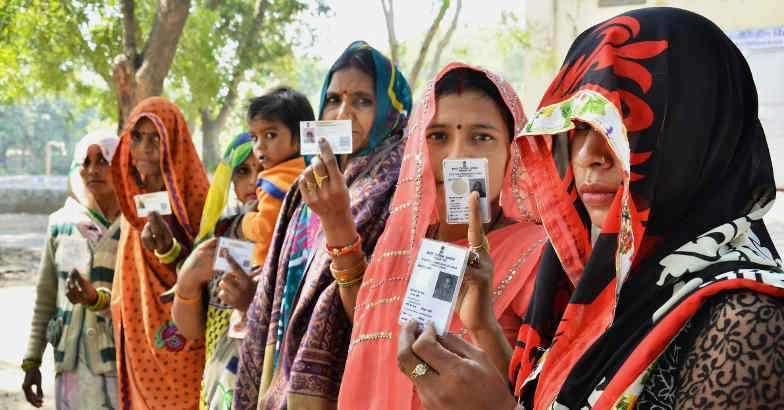 यूपी चुनाव 2017: बेटी, बहु और पत्नी की उम्मीदवारी 'पितृसत्ता के घूंघट की ओट से'
