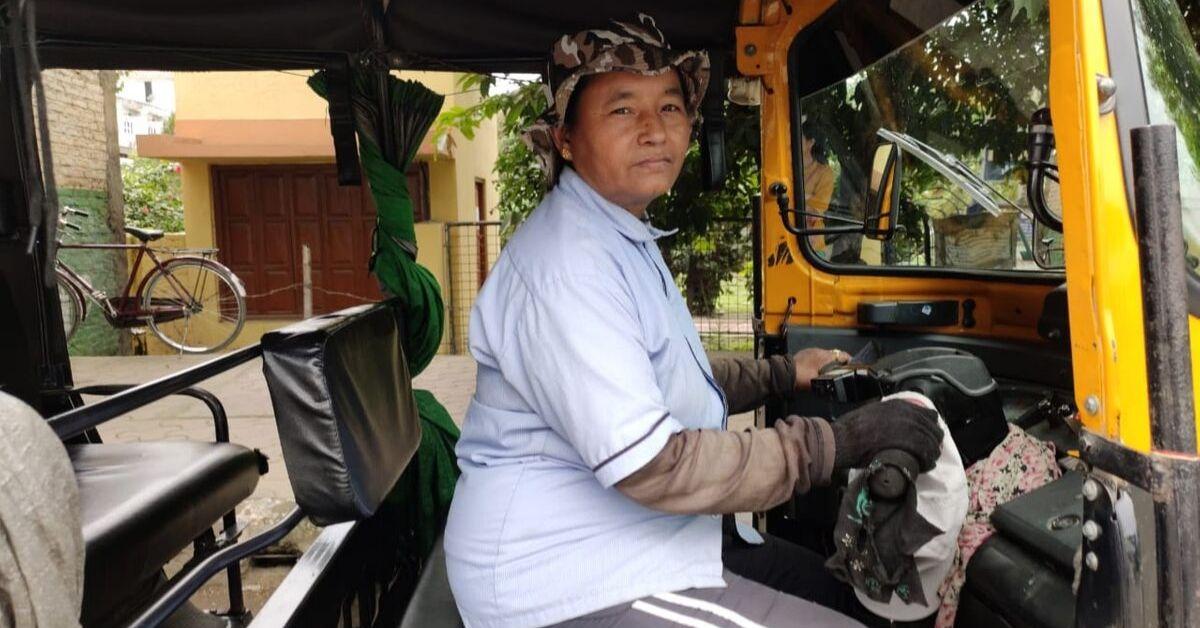 लाइबि ओइनम : मणिपुर की पहली महिला ऑटो चालक