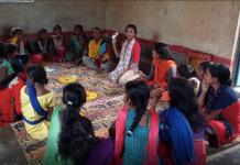 माहवारी जागरूकता के लिए गांव-गांव जाती हैं मौसम जैसी लड़कियाँ
