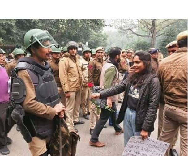 नागरिकता संशोधन कानून : हिंसा और दमन का ये दौर लोकतंत्र का संक्रमणकाल है
