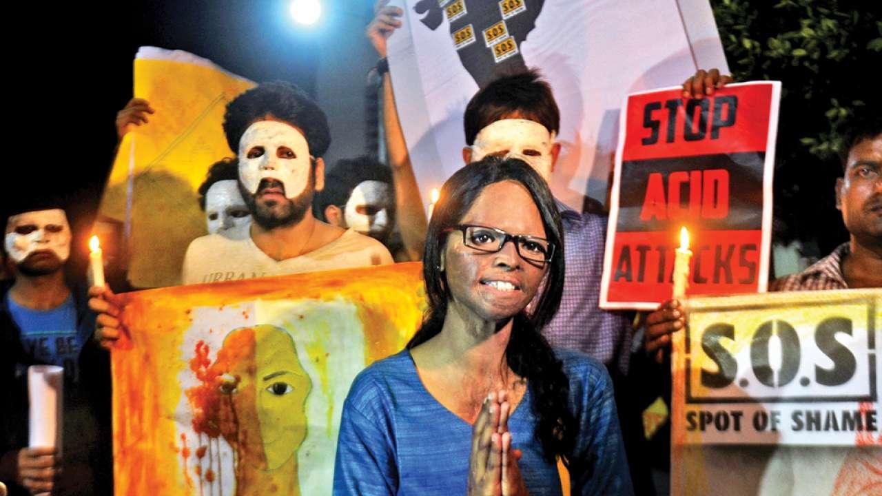 एसिड अटैक: इस अपराध को अंजाम देने वालों में कानून का खौफ़ क्यों नहीं? #AbBolnaHoga