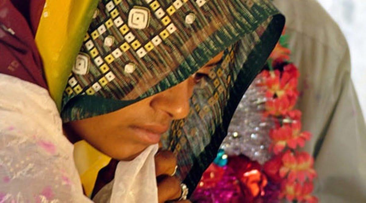 कोरोना महामारी में परिवार की समस्या और लड़की की जल्दी शादी