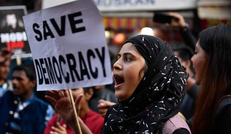 हमारा लोकतंत्र विभिन्न पहचानों के लिए कितना समावेशी है?