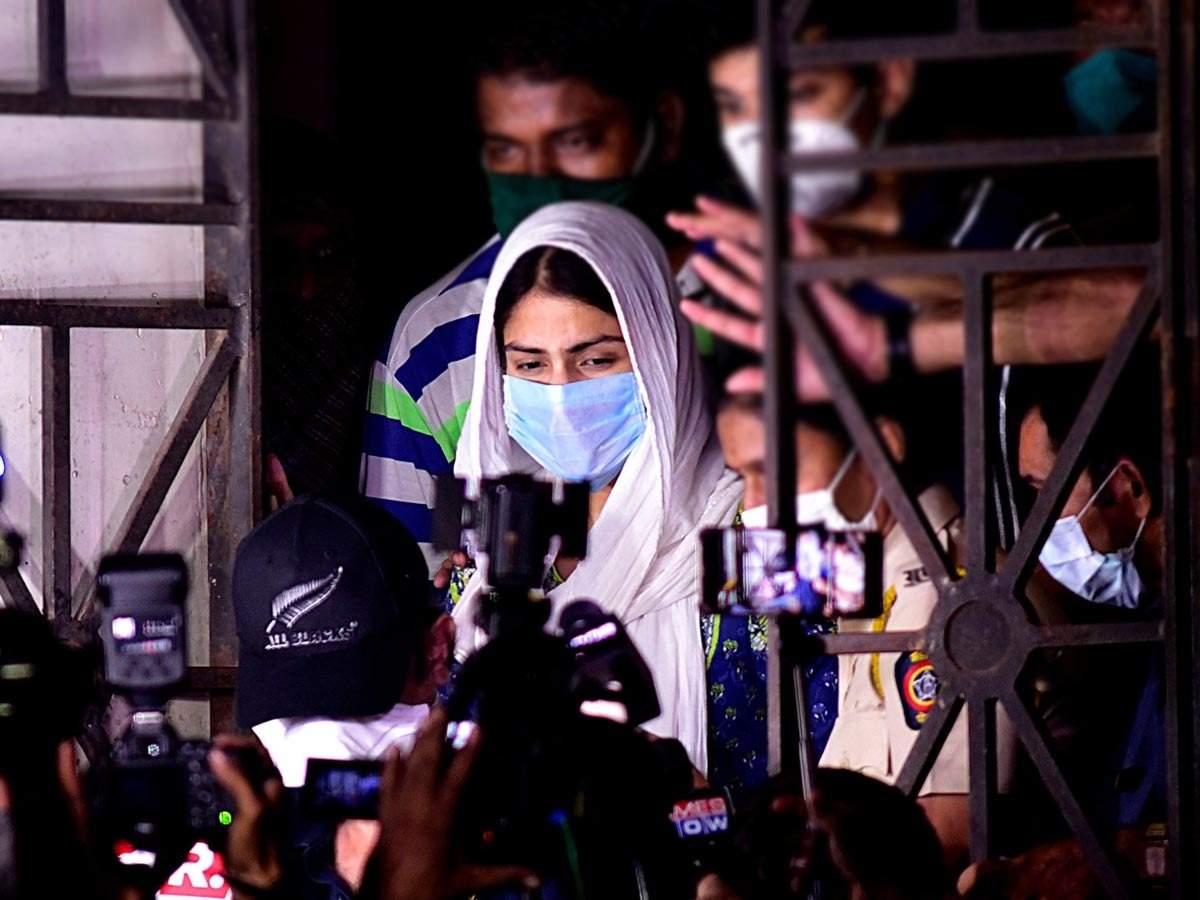 रिया की गिरफ्तारी बस एक उदाहरण, मीडिया का मर्दवादी चरित्र है असली 'गुनहगार'