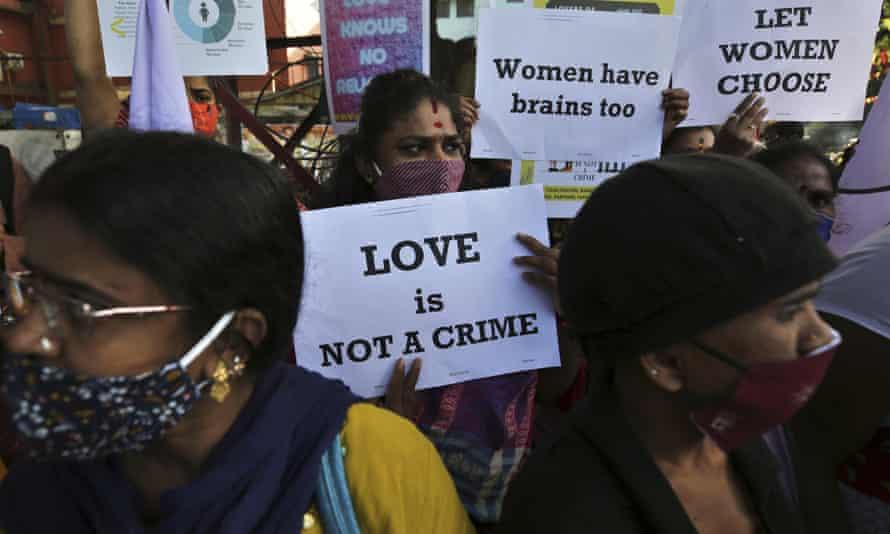 प्रेम संबंधों के प्रति भारतीय समाज में फैलती नफरत