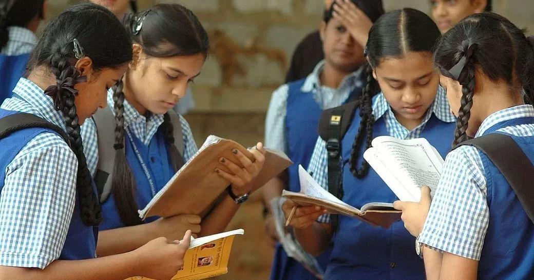 बोर्ड परीक्षाओं में अव्वल आती लड़कियां आखिर क्यों हो जाती हैं उच्च शिक्षा से गायब