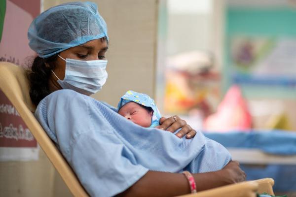 कोविड-19: संसाधन, योजना और नीति के अभाव के बीच पैदा होते बच्चे