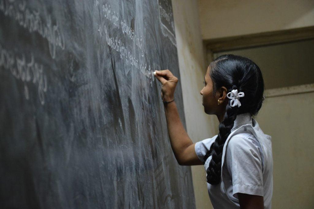 एक आदिवासी लड़की का बस्तर से बड़े शहर आकर पढ़ाई करने का संघर्ष