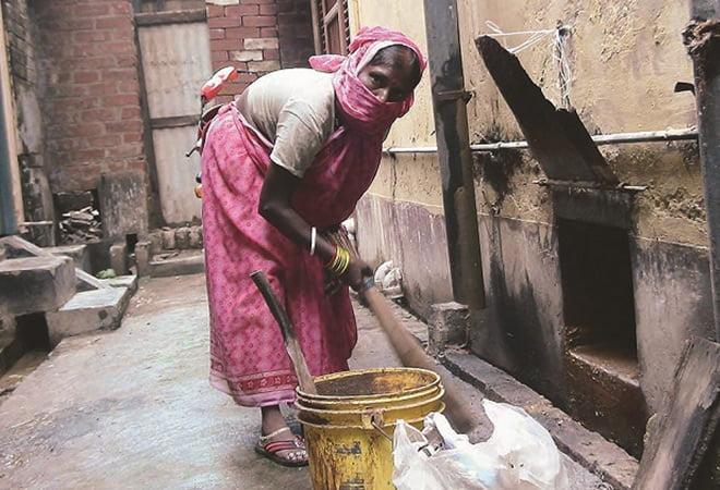 मैनुअल स्कैवेंजिंग और सफाई का काम क्यों है महिलाओं के लिए अधिक चुनौतीपूर्ण
