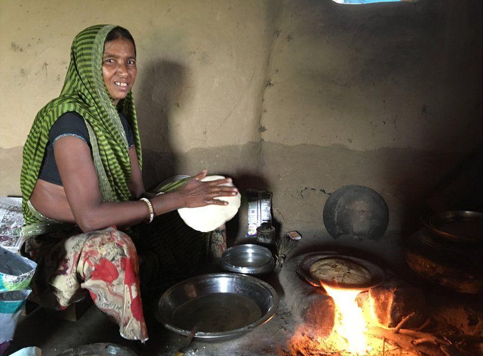 पितृसत्ता से जुड़ा है कोविड-19 से उपजी महिलाओं की बेरोज़गारी और खाद्य संकट