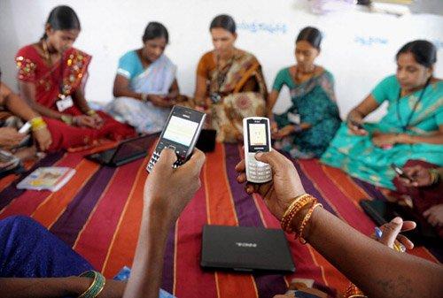 सोशल मीडिया पर भी दलित-आदिवासी महिलाओं के लिए समानता एक सपना!