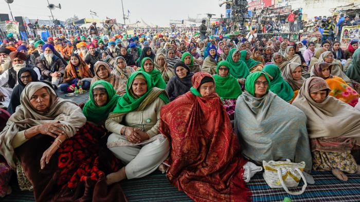 महिला किसानों के प्रदर्शन के ख़िलाफ़ अपनाई गईं पितृसत्तात्मक दमनकारी नीतियां