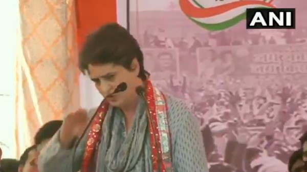 priyanka gandhi got down from stage and meet physical attack victim in mathura