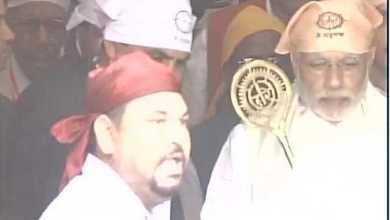 प्रधानमंत्री मोदी ने संत रविदास की दर पर टेका माथा