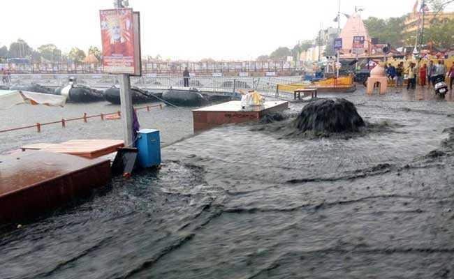 उज्जैन में भारी बारिश और तेज आंधी से मची तबाही