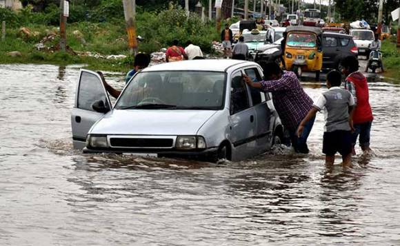 आंध्र प्रदेश और तेलंगाना में कुछ दिनों से भारी बारिश