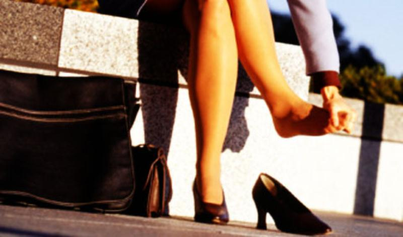 नए जूते पहनने में परेशानी महसूस हो रही है, तो ये करें