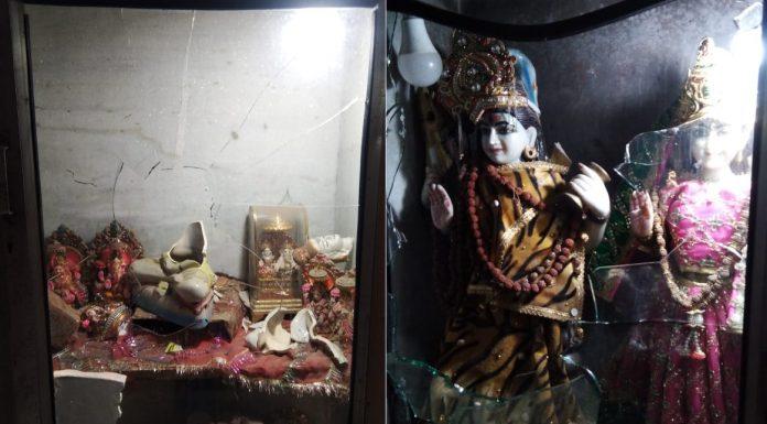 दुर्गा मंदिर-मुस्लिम भीड़