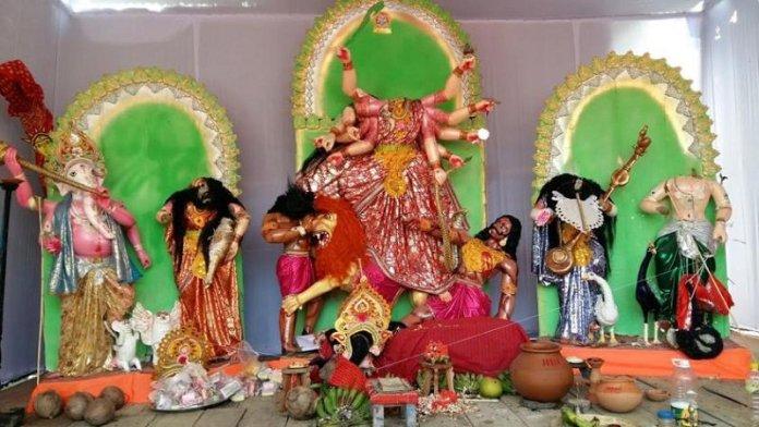 क्षतिग्रस्त दुर्गा प्रतिमा