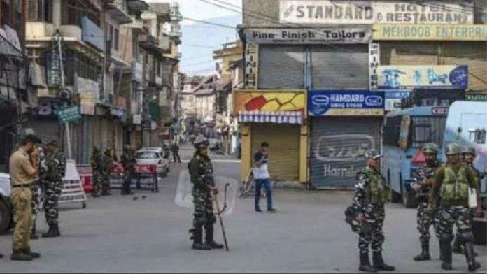 कश्मीर में तीन जगहों पर आतंकी हमले