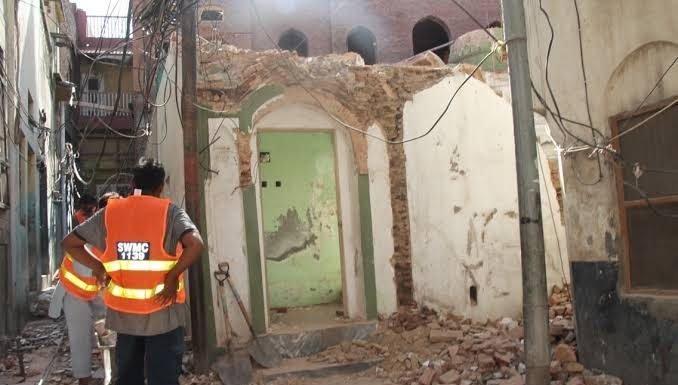 मस्जिद ध्वस्त