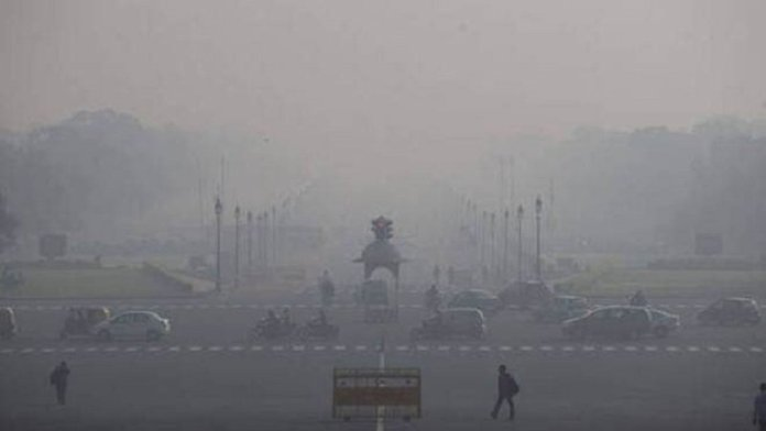 प्रदूषण की मार झेलती दिल्ली (फोटो साभार- इंडियन एक्सप्रेस)