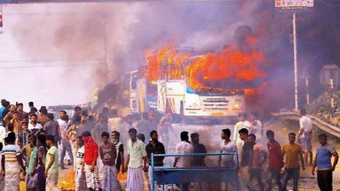 बंगाल में हिंसा जारी