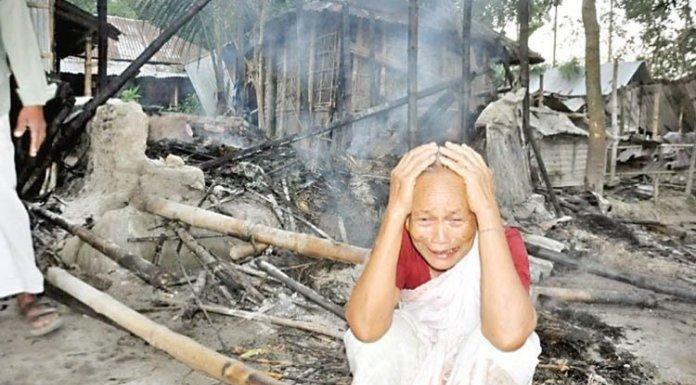 रंगपुर में 30 हिंदुओं का घर जलाया