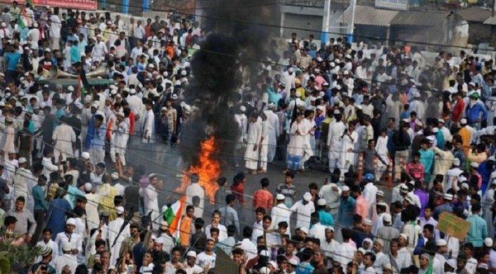मुस्लिमों का उग्र प्रदर्शन