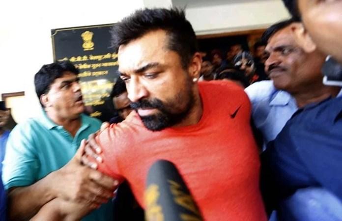 एजाज खान गिरफ्तार