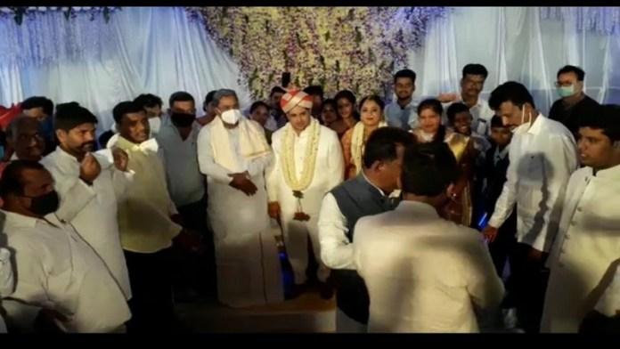 कांग्रेस नेता शादी सोशल डिस्टेंसिंग