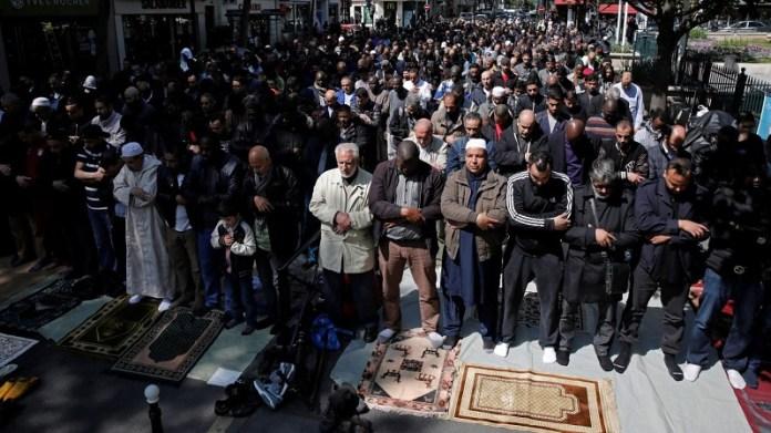 फ्रांस की विदेशी कट्टरपंथी नागरिकों पर बड़ी कार्रवाई