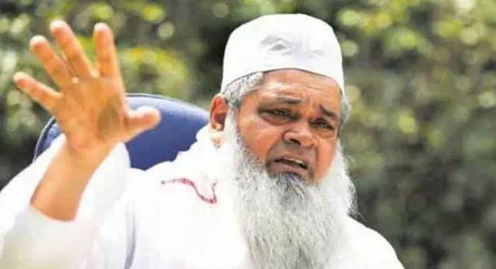ऑल इंडिया यूनाइटेड डेमोक्रेटिक फ्रंट (AIUDF) के प्रमुख बदरुद्दीन अजमल द्वारा संचालित 'अजमल फाउंडेशन' के खिलाफ