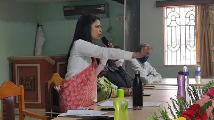 महुआ मोइत्रा, पत्रकार, प्रेस
