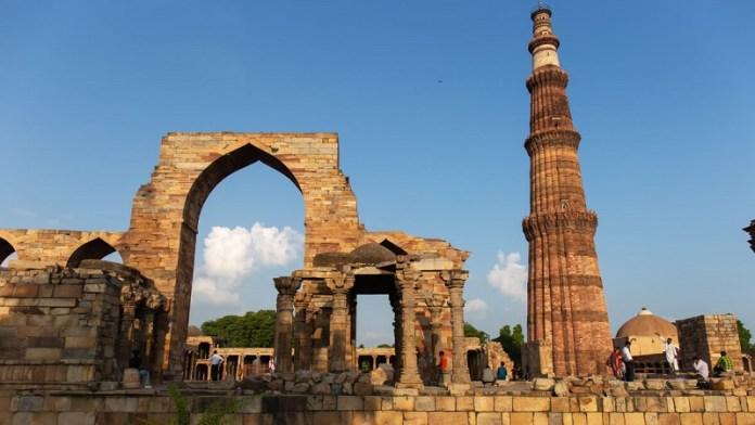 क़ुतुब मीनार, मंदिरों, मस्जिद