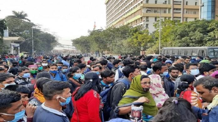 अस्थाई मजदूरों का ममता सरकार के खिलाफ़ प्रदर्शन