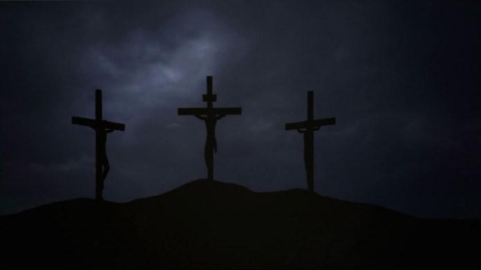 माँ, ईसाई धर्मांतरण, आत्महत्या