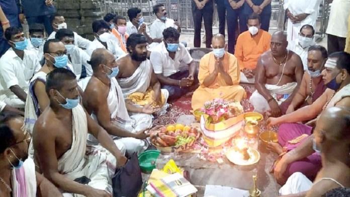 योगी आदित्यनाथ ने रामेश्वरम में भगवान शिव का दर्शन व अभिषेक किया