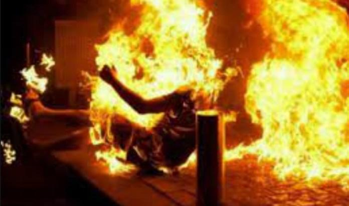 असम लड़की जिंदा जलाया
