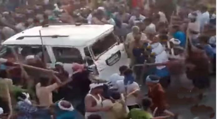 बिहार में मुहर्रम की भीड़ ने स्कॉर्पियो पर किया हमला