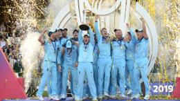 Team England holding world cup trophy
