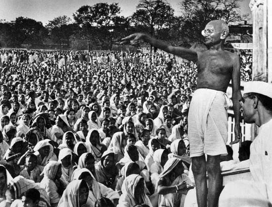 mahatama gandhi addresing women