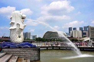 Read more about the article सिंगापुर को समर्थ राष्ट्र बनानेवाले 'ली कुआन यू'