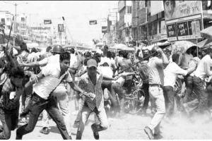 Read more about the article पश्चिम बंगाल रक्तरंजित लोकतंत्र और भ्रष्ट राजनीति