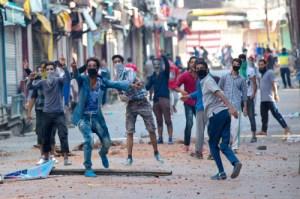 Read more about the article जम्मू-कश्मीर में सेना पर पत्थर चलाने वालों की आप बीती